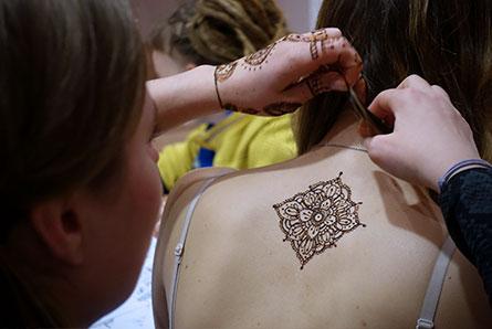 nauka malowania henną