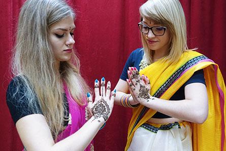 prezent tatuaż z henny