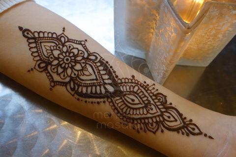 inspiracje henna wzory mehendi mały wzór na przedramieniu