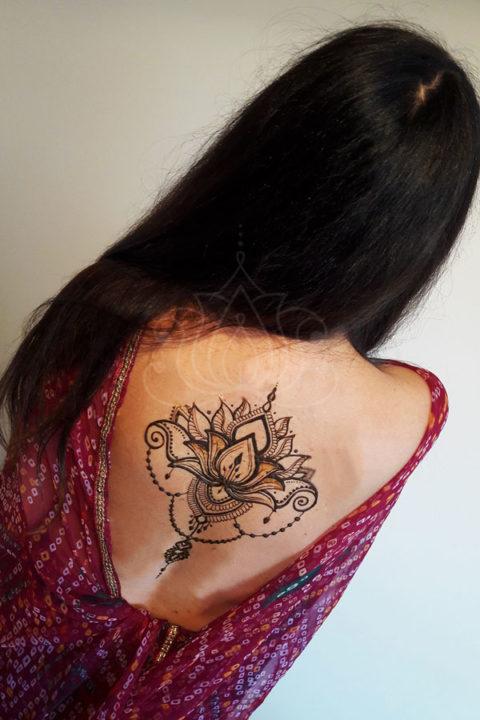 tatuaż z henny wzory na plecach wzory mehendi design lotus