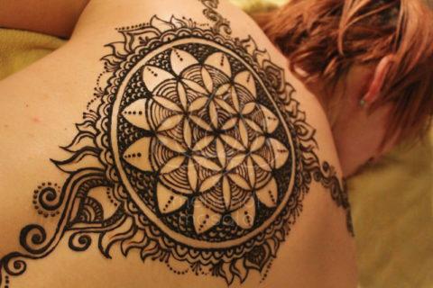 Tatuaże Z Henny Wzory Plecy Mehendi Masala