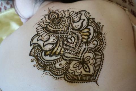tatuaż z henny wzory na plecach wzory mehendi indyjskie wzory