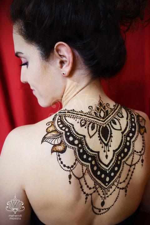 tatuaż z henny wzory na plecach wzory mehendi indyjskie