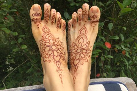 tatuaże z hnenny wzory na nogach wzór henna na stopach
