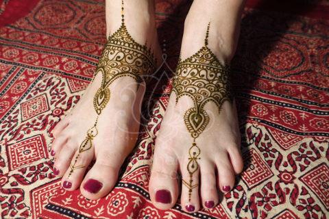 tatuaże z henny wzory na nogach wzór henna na stopach kolor