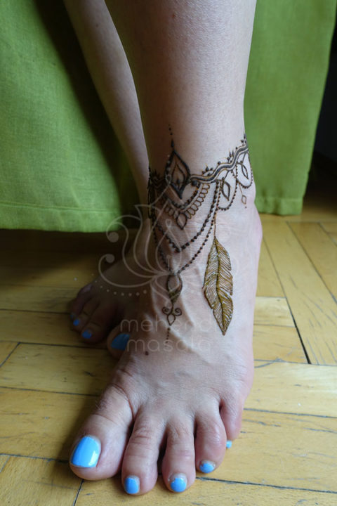 tatuaże z henny wzory na nogach wzór henna na stopie piórko