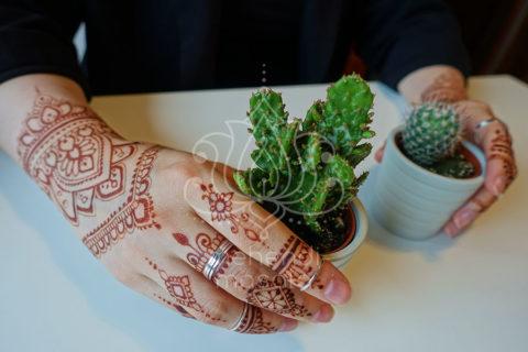 inspiracje henna wzór mehendi dłoń i palce