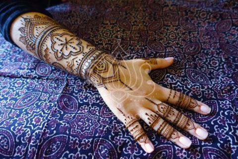 wzory-mehendi-henna-inspiracje-marokański-wzór-na-ręku