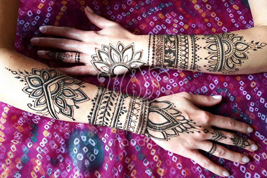 inpiracje henna duży wzór mehendi na obu rękach