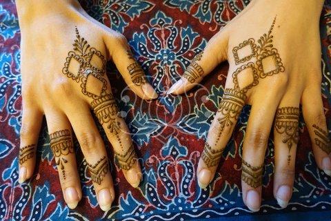 wzory-mehendi-henna-na-palcach-zdobienie-palcow-henna