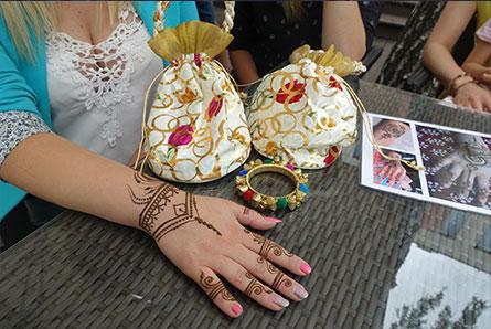 stanowisko z malowaniem henną