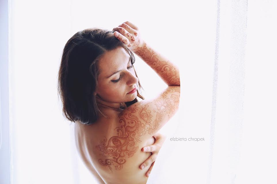 Henna na ramieniu