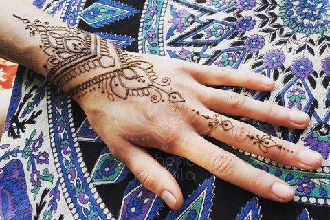 wzory mehendi inspiracje henna mały wzór na dłoni