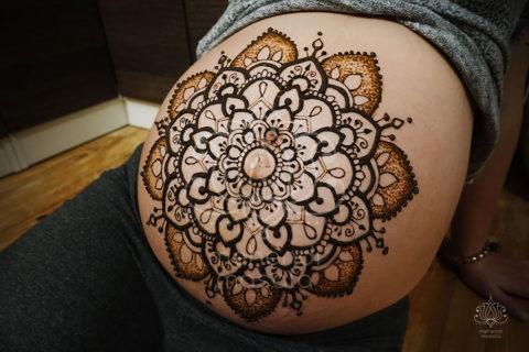 Tatuaże z henny wzory brzuch ciąża mandala