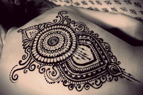 tatuaż z henny wzory na plecach wzory mehendi