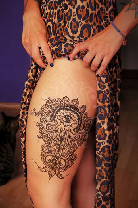 tatuaże z hnenny wzory na nogach wzór hamsa