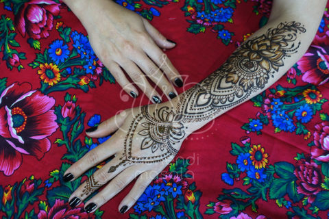 inspiracja henna wzór mehendi na ręku