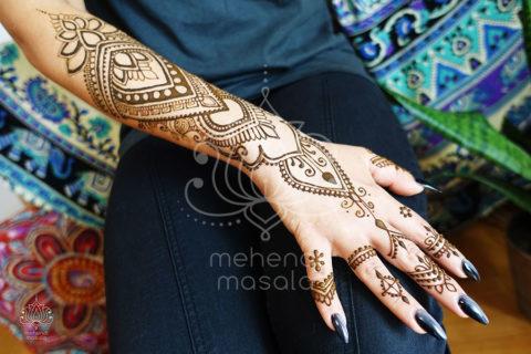 wzory mehendi inspiracje na wzór na ręku