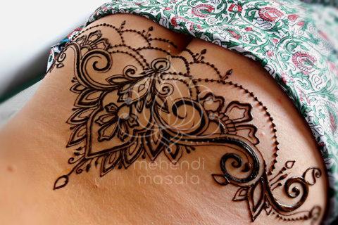 tatuaż z henny wzory na lędźwiach wzory mehendi