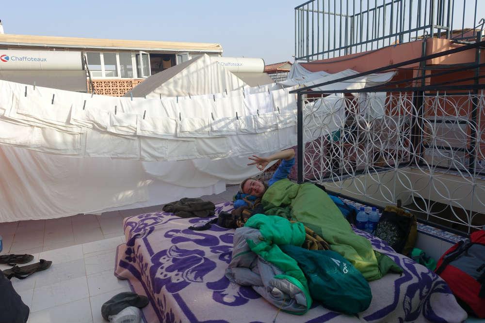 spanie na dachu w marakeszu