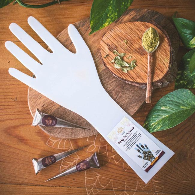 Ręka z plexi do ćwiczeń henną