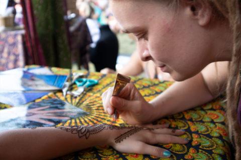 malowanie-henna-na-evencie