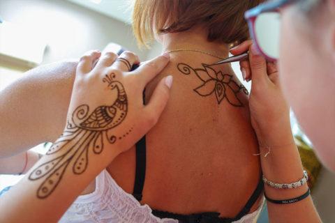 warsztaty-maowania-henna-wzor-na-pleach