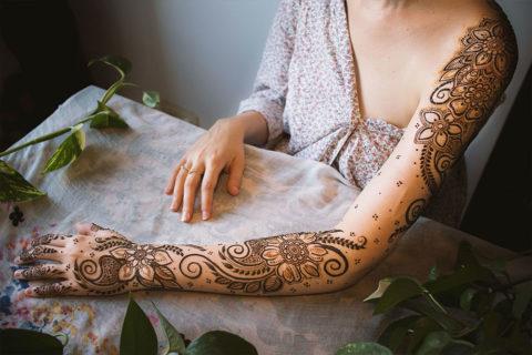 Hennowy rękaw- motywy kwiatowe